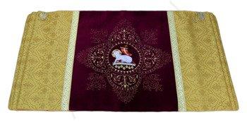 Humeral veil the Lamb
